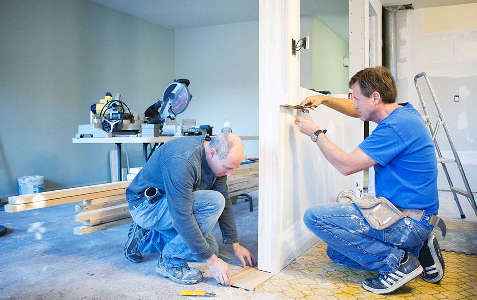 Hiring A Contractor Checklist Tips Trident Insurance Agency